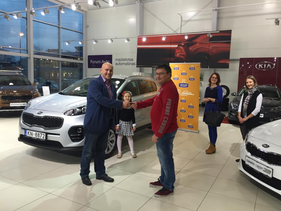 LATVIJAS MAIZNIEKA rīkotajā loterijā automašīnu KIA Sportage laimējis Vladimirs Boļšakovs no Mārupes